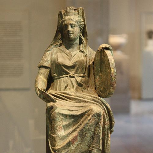 Древнегреческая богиня лесов и полей