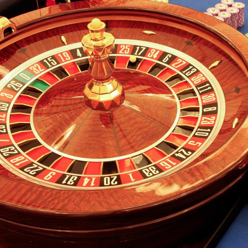 Кругляшок из казино собаки за столом играют в карты на